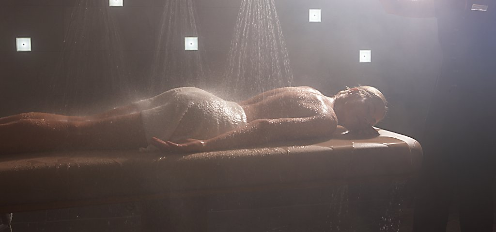 SPA KINKASSAGE EROTIC WATER PLAY MASSAGE